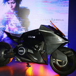 Honda NM4 Vultus как главный герой фильма «Призрак в доспехах»